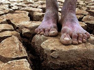 seca-no-nordeste-pés-descalços